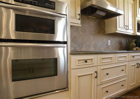 Backsplash For White Kitchen Cabinets Pictures Of Kitchens Traditional White Antique Kitchens Kitchen 5