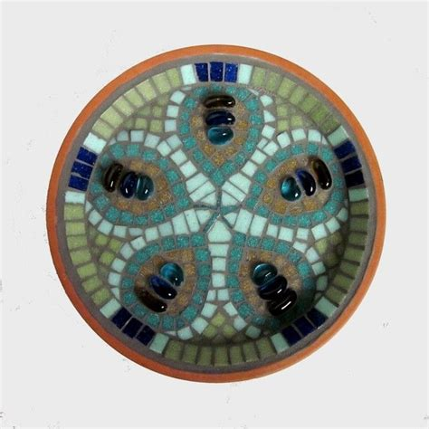 mosaic pattern in eye 14 best images about mosaic bird baths on pinterest