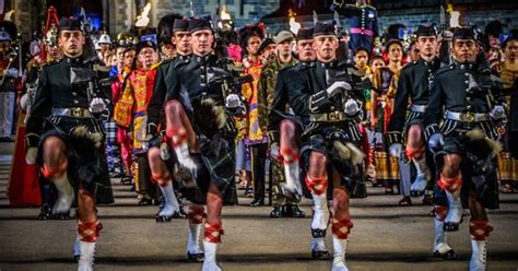 edinburgh tattoo scotland the brave edinburgh military tattoo finale by richard findlay