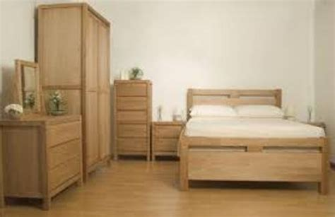 where to place furniture in bedroom how to arrange bedroom furniture in a small bedroom 5