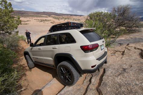 tactical jeep grand cherokee jeep cherokee jeep grand cherokee 2017 redesign red jeep