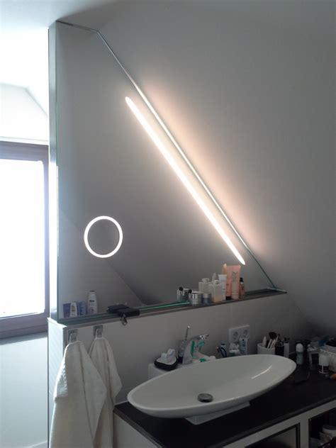 beleuchtung dachschräge badspiegel im dachgeschoss badspiegel in dachschr 228 ge