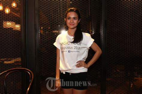foto michelle ziudith dalam film remember when michelle ziudith perankan raina di film magic hour foto 1