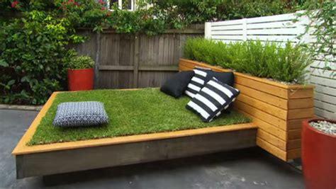garten gestalten mit bett aus paletten und gras der kleine - Garten Schön Gestalten