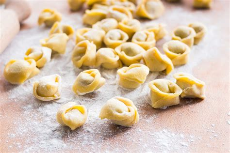 fatti in casa tortellini bolognesi fatti in casa ricetta classica delle