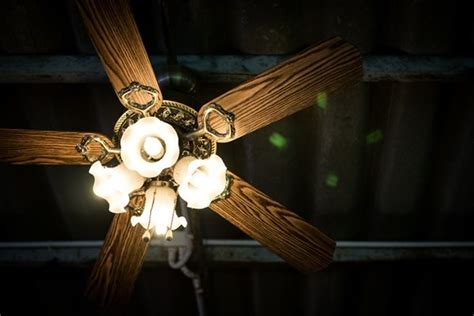 How Ceiling Fan Works by How Does A Ceiling Fan Work