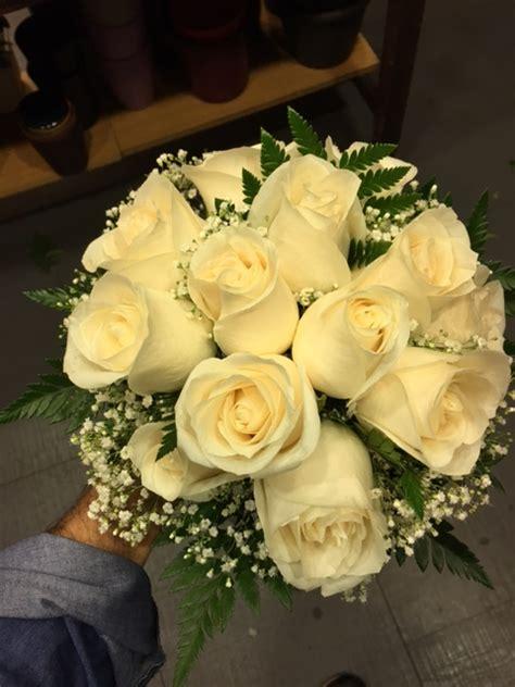 inicio tienda dselo con flores rosas tatuadas rosas tatuadas bouquet peque 209 o de rosas blancas tienda mariv 237 flores