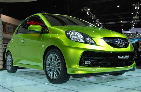 suzuki brio honda brio debuts in india set to take fight to suzuki