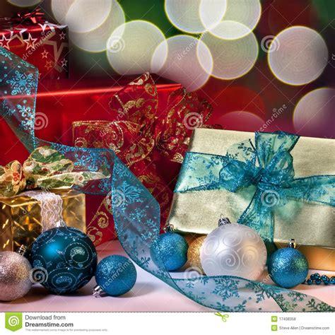 imagenes de navidad libres regalos y decoraciones de la navidad foto de archivo