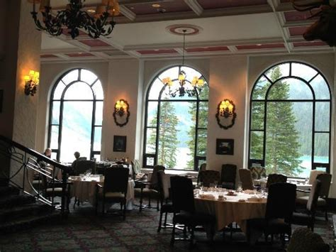 Fairview Dining Room 天井が高いので開放感もあります Picture Of Fairview Dining Room Lake Louise Tripadvisor
