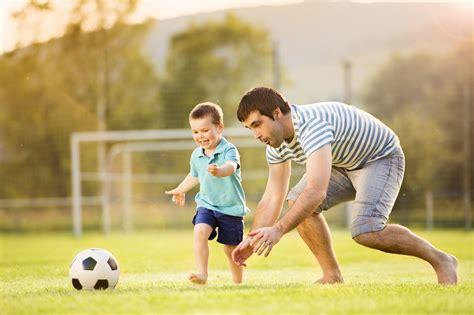 imagenes de niños jugando fut bol 15 things your father does for you