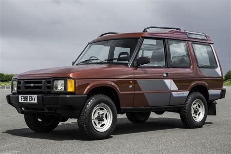 original land rover discovery first drive land rover discovery first off the line