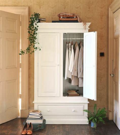 relooker une armoire en bois customiser une armoire en bois myqto