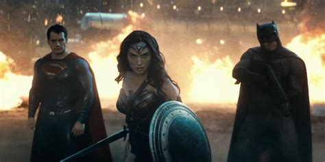 imagenes de wonder woman en batman vs superman batman v superman trailer finally reveals why wonder woman