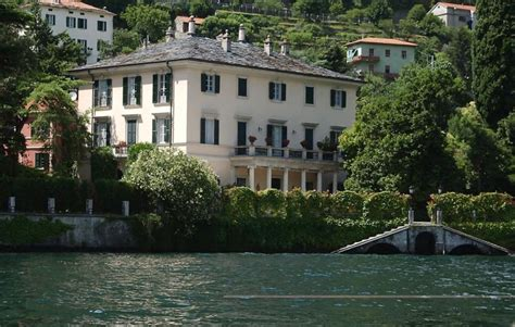 george clooney houses italian mayor trespassers at clooney s villa will be
