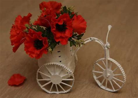 ways  add red poppy flowers  dining room decorating