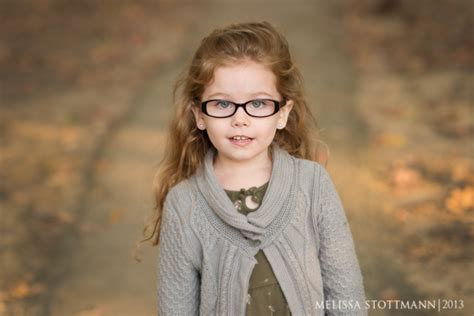 5 simple tips to get rid of glasses glare in photographs