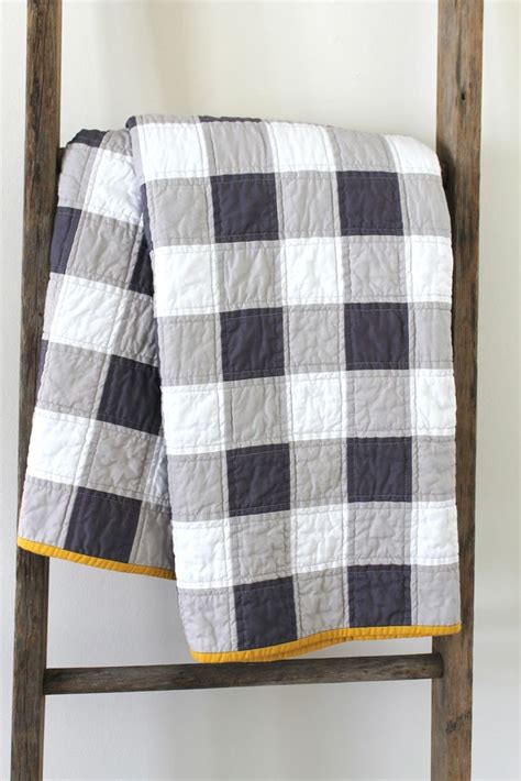 Black Patchwork Quilt - gingham style quilt sewing projects