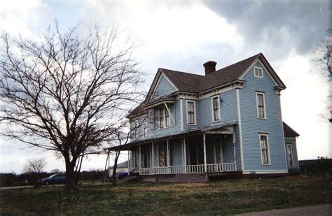 farmhouse com victorian farmhouse south of waxahachie a photo on