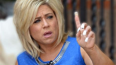 long island medium fingernails long island medium theresa caputo slammed in hometown