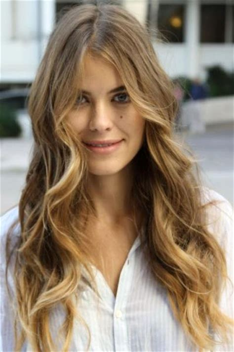 new modern hair colors with lighter on th ebottom le migliori acconciature per i capelli lunghi