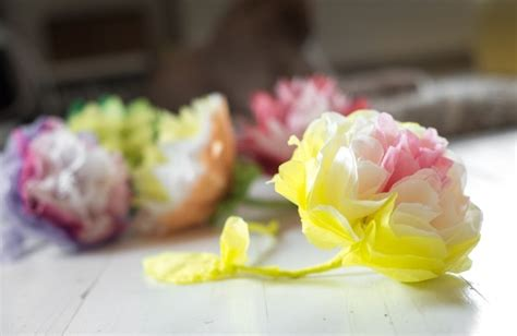 cara membuat bunga dari kertas tisu berwarna cara membuat kerajinan dari kertas yang sederhana dan unik