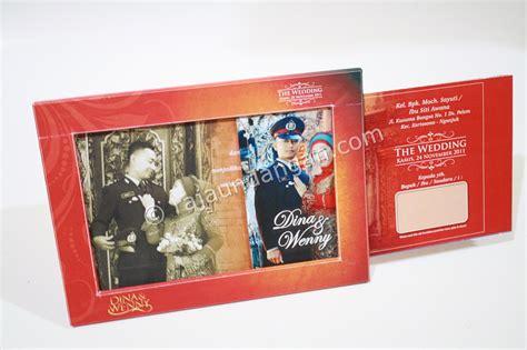 Pajangan Frame Gantung Kode 3610 undangan nikah unik model pigora atau frame foto raja undangan pernikahan