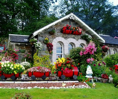 house with flowers lush greenery pictures beautiful gardens wonderwordz