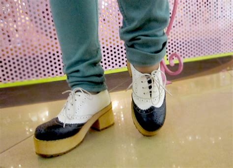 Kaos Everyday Everywhere shoes by bajubangkok binkdotz