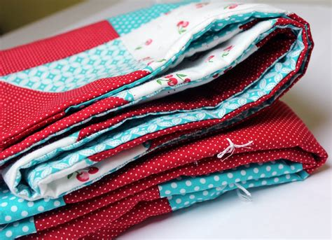 Tying Quilts With Embroidery Floss by How To Tie A Quilt Crafty Gemini