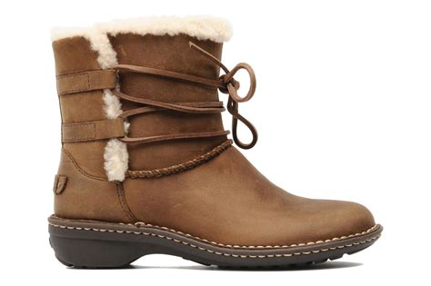 ugg australia rianne ankle boots in brown at sarenza co uk