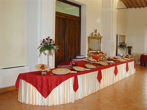 tavoli da buffet sala con tavoli a disposizione per ricevimenti e matrimoni