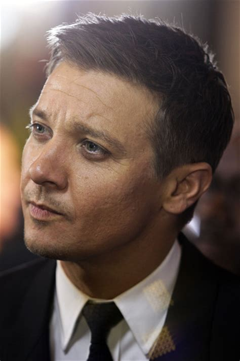 jeremy renner hairstyle jeremy renner in quot the bourne legacy quot australian premiere