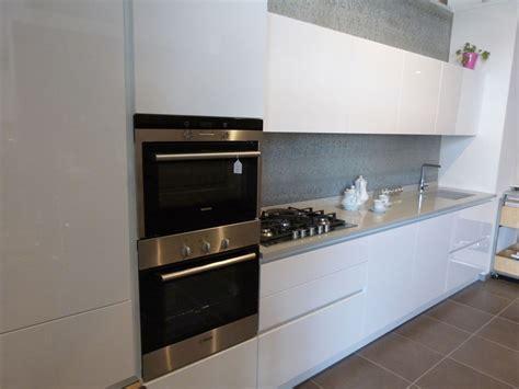 piano lavello cucina mk cucine in polimerico lucido con lavello e piano cucina