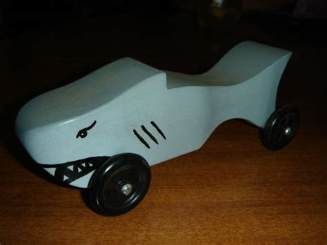 pin shark pinewood derby design on