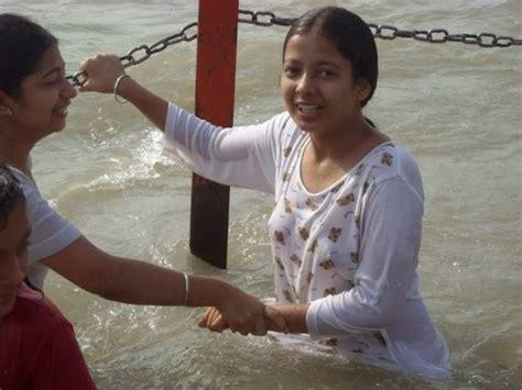 girls in bathroom without dress indian desi hindu girls bathing in ganga river hot photos