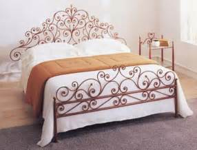 beaten metal beds in bedroom interior pros and cons