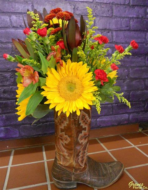 Cowboy Boot Vase Wedding Decorations by Best 25 Cowboy Boot Centerpieces Ideas On