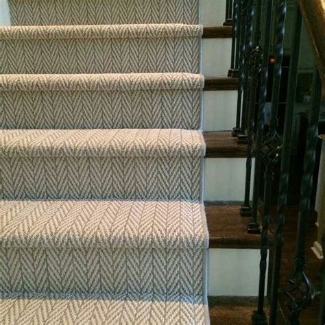 Rug For Steps by Best 25 Carpet On Stairs Ideas On Carpet
