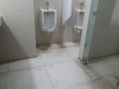 Biolet Solusi Wc Bau Dan Met toilet kantor pemkot tangsel terlihat kumuh dan jorok nusantara news 86