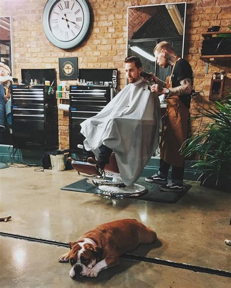 Shed Barber by Best 20 Barbershop Ideas Ideas On Barbers