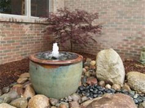 wasserspiel im garten 175 220 ber 1 000 ideen zu gartenbrunnen auf outdoor