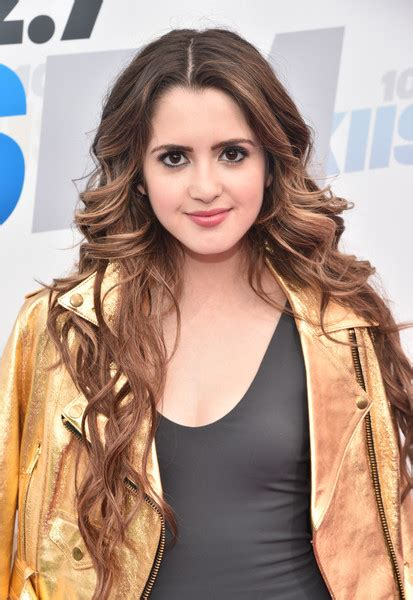 laura marano short wavy cut short hairstyles lookbook laura marano long wavy cut laura marano looks stylebistro