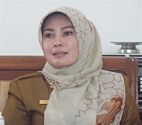 Media Dan Pelayanan Publik bupati irna minta kecamatan pandeglang jadi pilot project