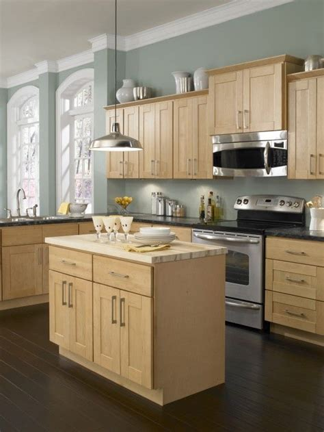 blonde cabinets kitchen only best 25 ideas about maple kitchen cabinets on pinterest craftsman wine racks craftsman