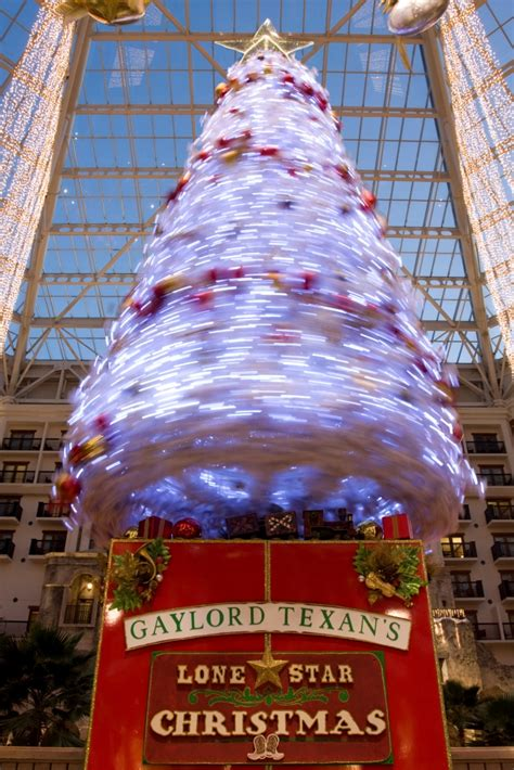gaylord texan tells  timeless tale    grinch stole christmas  ice