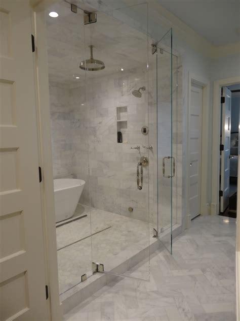 Badezimmer Unterschiedliche Fliesen by Ebenerdige Dusche In 55 Attraktiven Modernen Badezimmern