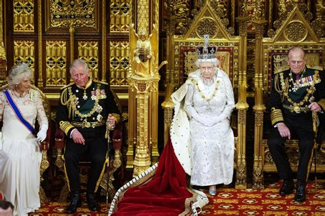 queen elizabeth 2 the top of the pyramid the rothschilds the vatican and