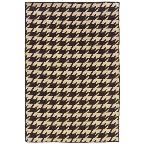 houndstooth rugs linon home decor salonika houndstooth brown 5 ft x 8 ft area rug rug sa0758 the home depot