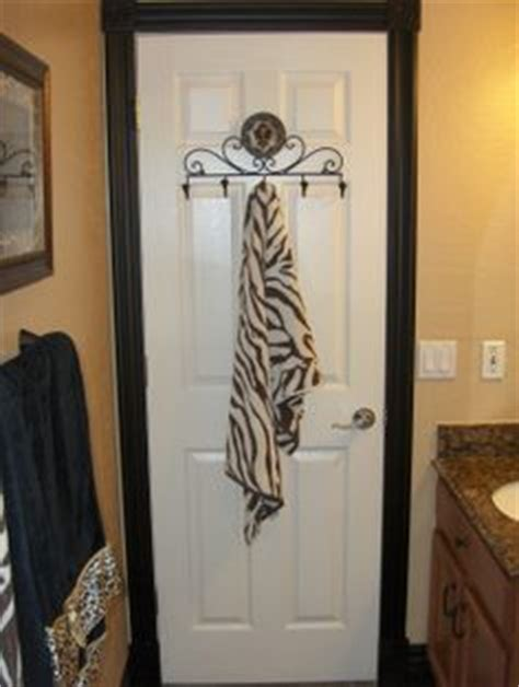 jungle bathroom decor safari bathroom on pinterest jungle bathroom safari